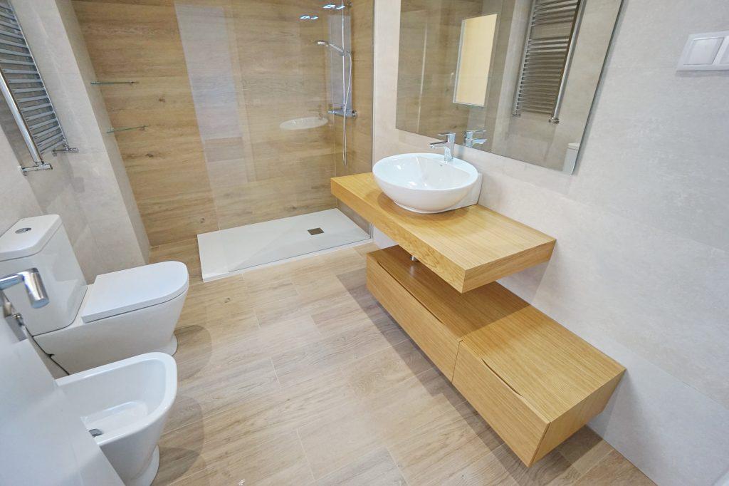 Baño mueble roble